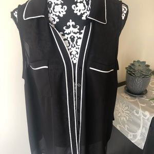 Torrid black & white sleeveless blouse